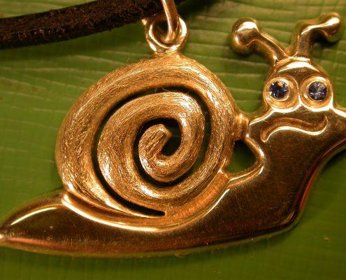 Beispiel 14 Goldschmiedearbeit in Silber mit Saphirsteinen