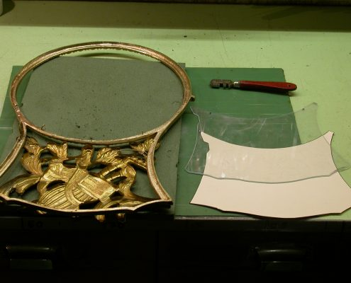 Beispiel 14 Verglasung von antiken Uhrengehäuse