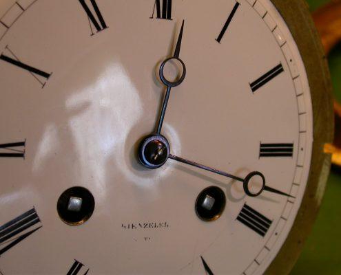 Beispiel 16 Anfertigung von Zeiger für Pendule