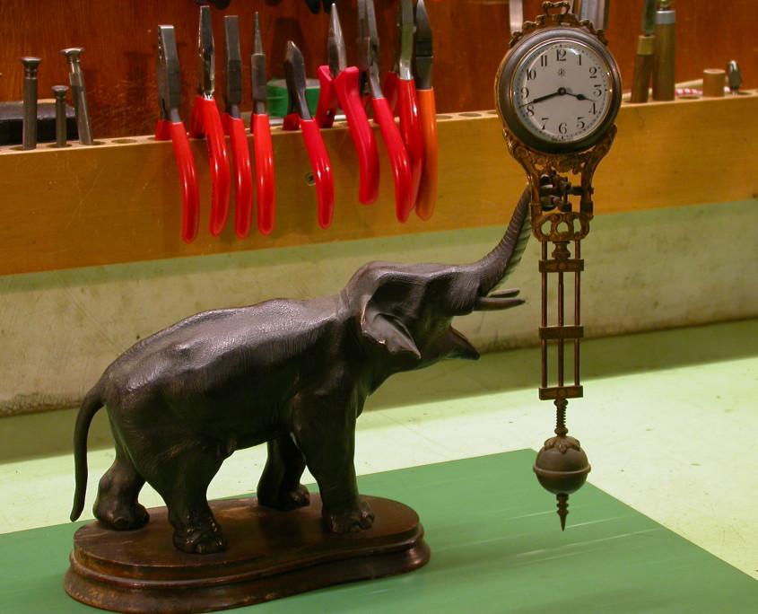 Junghans Elefant vor der Restauration